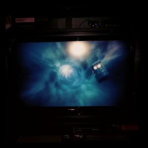 The Doctor is back! Og da MÅ man faktisk bare ta et bilde av TV-en. Sånn er det.